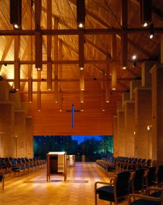 Chapel at night. Photography: Scott McDonald©Hedrich Blessing